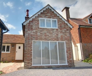 Self catering breaks at Bayford Coach House in Sandhurst, Kent