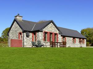 Self catering breaks at Kenmare in Kenmare Bay, County Kerry