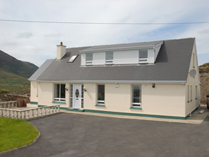 Self catering breaks at Kilcar in Donegal Bay, County Donegal