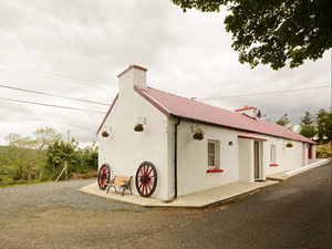 Self catering breaks at Ballybofey in Blue Stack Mountains, County Donegal