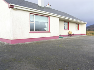 Self catering breaks at Glencolumbkille in Donegal Coast, County Donegal