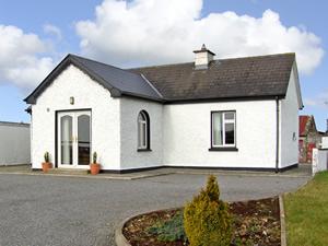 Self catering breaks at Ballymote in Sligo Bay, County Sligo