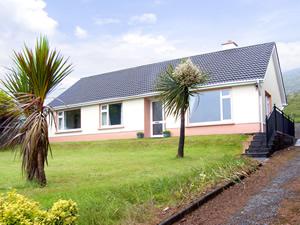 Self catering breaks at Ballydavid in Dingle Peninsula, County Kerry