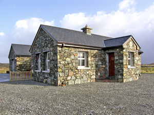 Self catering breaks at Ballyconneely in Connemara, County Galway