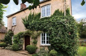Self catering breaks at Old School Cottage in Asthall, Gloucestershire
