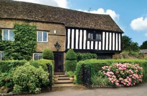 Self catering breaks at Tudor End in Kings Sutton, Oxfordshire