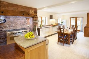 Self catering breaks at Middle Hollacombe Farmhouse in Hollacombe, Devon