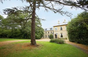 Self catering breaks at Oak Cliff Place in Ryde, Isle of Wight