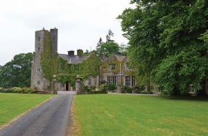 Self catering breaks at Belle Isle Castle 17 Guests in Enniskillen, County Fermanagh