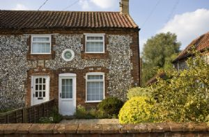 Self catering breaks at Clock Cottage in East Rudham, Norfolk