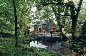 Self catering breaks at Cwm Bach in Dinas Cross, Pembrokeshire