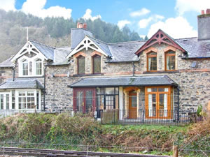 Self catering breaks at 3 Railway Cottages in Betws-Y-Coed, Conwy