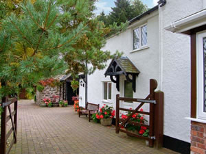 Self catering breaks at The Little White Cottage in Ruthin, Denbighshire