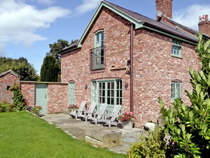 Self catering breaks at Cae Caled Cottage in Bodfari, Denbighshire