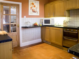 Self catering breaks at Briarcliffe Cottage in Lindale, Cumbria