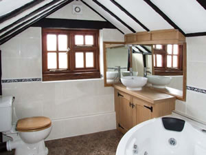 Self catering breaks at Brambles Cottage in Malvern, Worcestershire