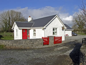 Self catering breaks at Delias Cottage in Ballinrobe, County Mayo