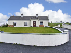 Self catering breaks at Diskins Cottage in Carrowkennedy, County Mayo