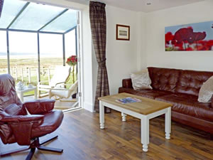 Self catering breaks at Lavender Cottage in Neston, Cheshire