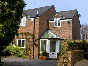 Self catering breaks at 4 Edgar Place in Chester, Cheshire