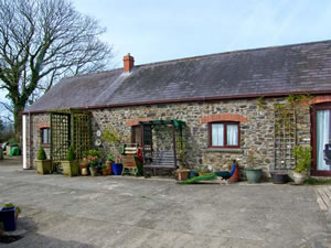 Self catering breaks at Mollys Cottage in St Clears, Dyfed