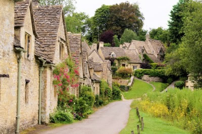 Cottage Breaks in the Cotswolds. Stone houses of Arlington Row, Bibury