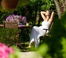 Cottage holidays with gardens in Lew